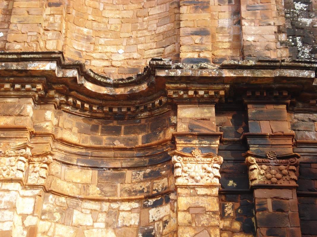 Detalhes nas ruínas da igreja