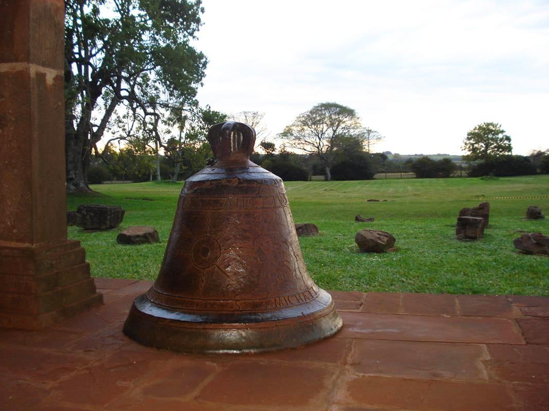 Sino de bronze da Igreja de São Miguel Arcanjo